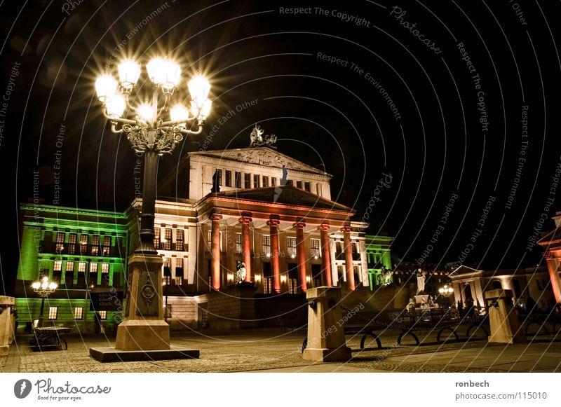 Gendarmenmakt am Abend Gendarmenmarkt Licht Langzeitbelichtung Laterne Platz ruhig Nacht Verkehrswege Berlin Stadt