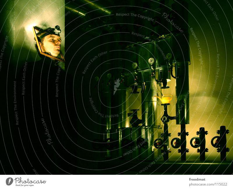 Framed grün Gesicht dunkel Kopf Deutschland Industriefotografie verfallen Röhren Verfall dumm Surrealismus Heizkörper Heizung Rahmen Bilderrahmen Keller