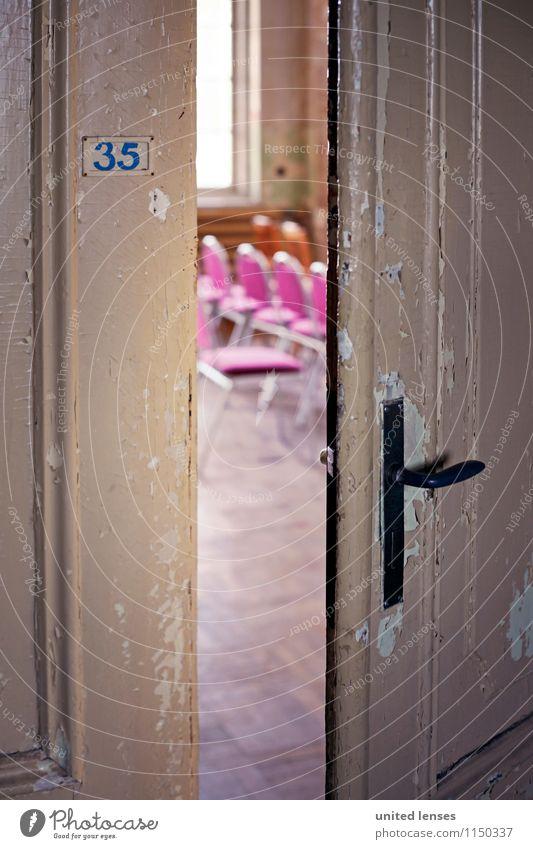 AK# dahinter Kunst ästhetisch Tür Türöffner Türspalt Griff Stuhl Spalte 35 Eingang Eingangstür Hereinspaziert Konzert Farbfoto Gedeckte Farben Innenaufnahme