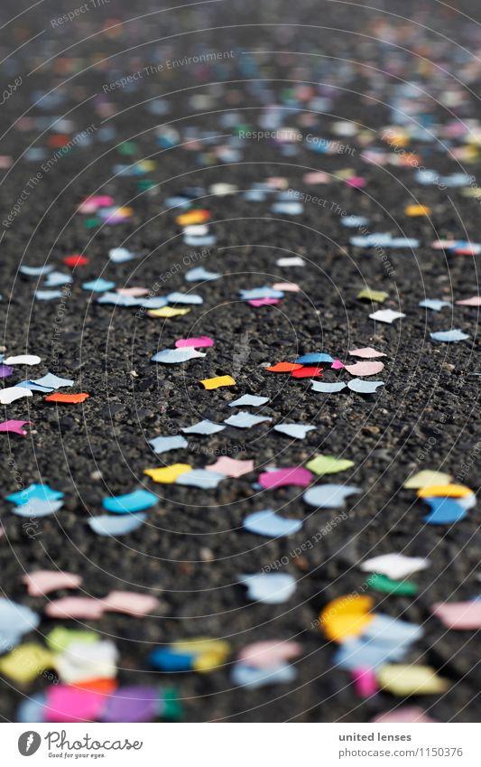 AK# Konfetti Land X Kunst ästhetisch viele klein Party Partystimmung Partynacht Partyservice Straße Asphalt mehrfarbig Kreativität Muster Karneval Farbfoto