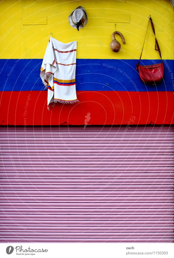 zu verkaufen Ausflug Ferne Barcelona Spanien Stadt Stadtzentrum Altstadt Menschenleer Haus Bauwerk Mauer Wand Fassade Accessoire Tasche Tuch Damenhandtasche
