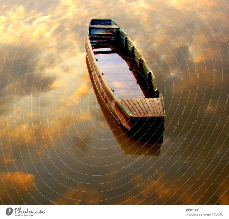 Zwischen Himmel und Erde Wasserfahrzeug ruhig Einsamkeit Wolken Schifffahrt Reflektion