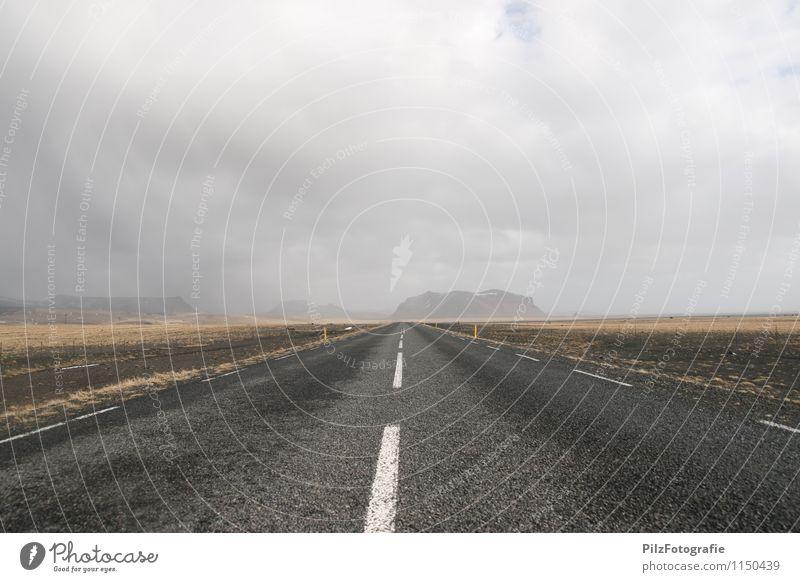Roadtrip Einsamkeit Wolken Berge u. Gebirge Straße Bewegung Wege & Pfade Zeit Sand Felsen Horizont Erde Zukunft Vergänglichkeit einzigartig Abenteuer
