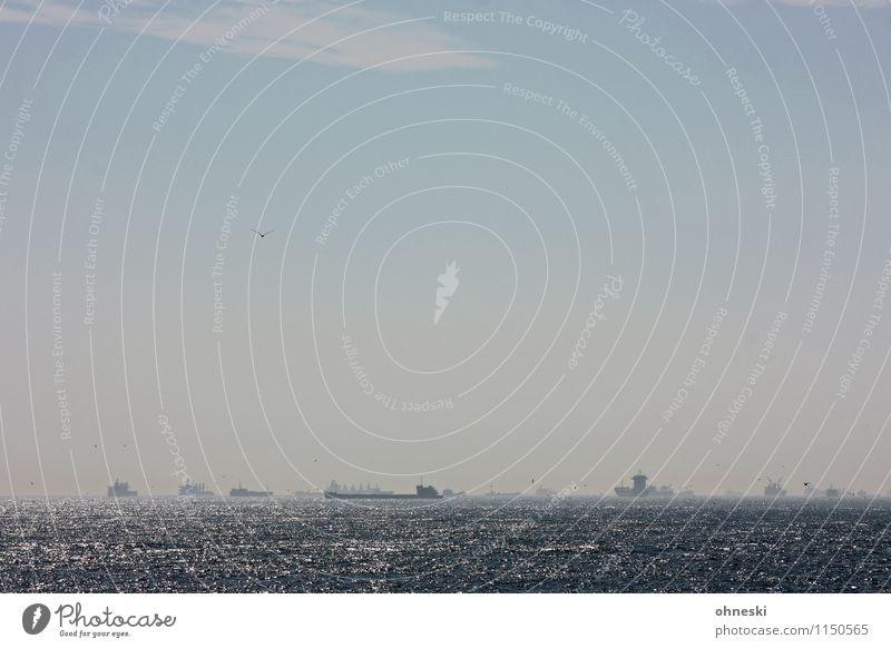 Schiffsverkehr Meer Marmarameer Bosporus Schifffahrt Containerschiff Öltanker Wasserfahrzeug Güterverkehr & Logistik Farbfoto Gedeckte Farben Außenaufnahme