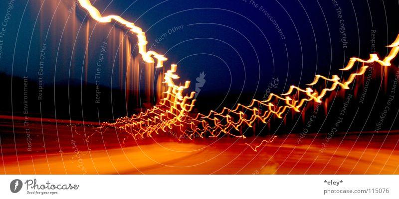 adrnln Himmel blau rot schwarz Straße Freiheit Gefühle orange Freizeit & Hobby Brand Verkehr Geschwindigkeit Brücke fahren Asphalt Blitze