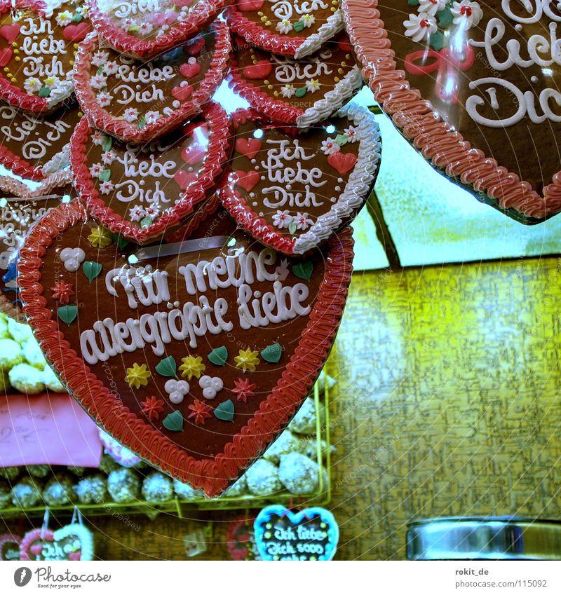 Herzilein Lebkuchen Popkorn süß Süßwaren Jahrmarkt Zucker Ernährung Küssen Lied Zuckerwatte Freude Kuchen Backwaren Oktoberfest Liebe liebe geht durch den magen