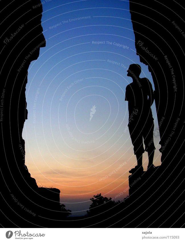 face to face Mensch Himmel Mann blau rot Ferien & Urlaub & Reisen schwarz Erwachsene dunkel Stein Stimmung Felsen maskulin Abenteuer ästhetisch Perspektive