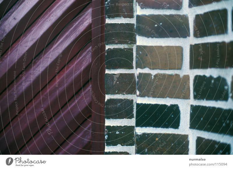 Linientreffen alt rot Haus Holz Architektur Mauer Stein Tür modern einfach streichen diagonal Eingang Handwerk kariert