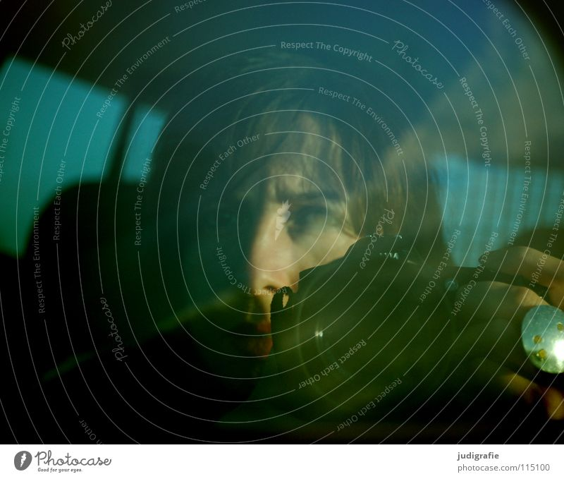 Autobahn Spiegel Rückspiegel Reflexion & Spiegelung fahren unterwegs Frau Hand Schmuck zurück Porträt Farbe Verkehr PKW Straße Fotokamera Kreis niki