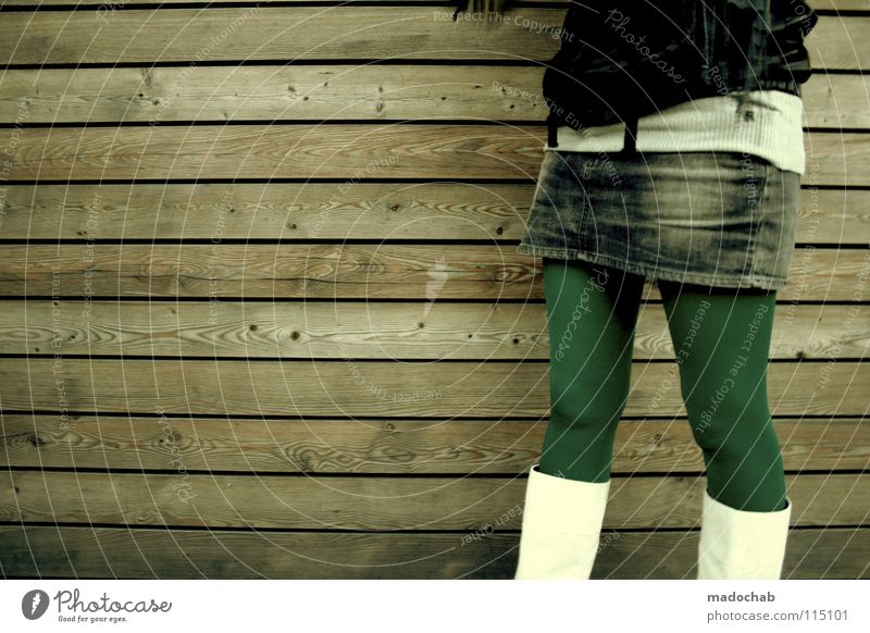 EXPRESS YOUR OWN BEAUTY Lifestyle Frau Regenschirm feminin Mütze Gürtel Bekleidung Körperhaltung Wand stehen Stiefel Minirock Neonlicht Mensch Leder Holz