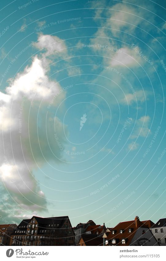 Waren (Müritz) Himmel blau Stadt Wolken Haus Deutschland Wetter Dach Skyline himmelblau Kumulus Kleinstadt