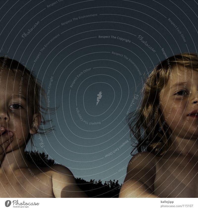 geschwisterbande Kind Himmel Mädchen Sommer Freude Ferien & Urlaub & Reisen Auge Liebe Erholung Leben Ernährung Spielen Junge nackt Garten Haare & Frisuren