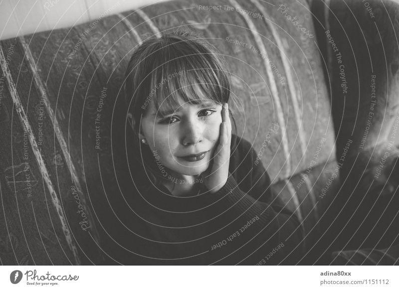 Trauer Trauerfeier Beerdigung Kindererziehung Schule Schulkind Mädchen Kindheit Jugendliche Konflikt & Streit Traurigkeit weinen trist Gefühle Stimmung