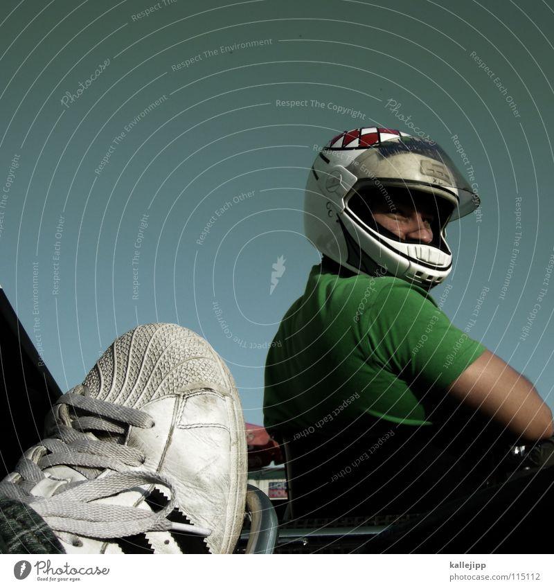 männersachen Mann Freude Schuhe Freizeit & Hobby Erfolg Nase Beginn Geschwindigkeit Perspektive rund T-Shirt fahren Rennsport Verkehrswege Sitzgelegenheit Kurve