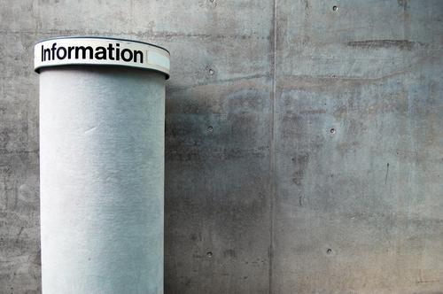 Informationsmangel informieren Litfaßsäule Börse Anschlag Schwarzes Brett Beton Wand Mauer leer fehlen Strukturen & Formen Werbung grau Dienstleistungsgewerbe