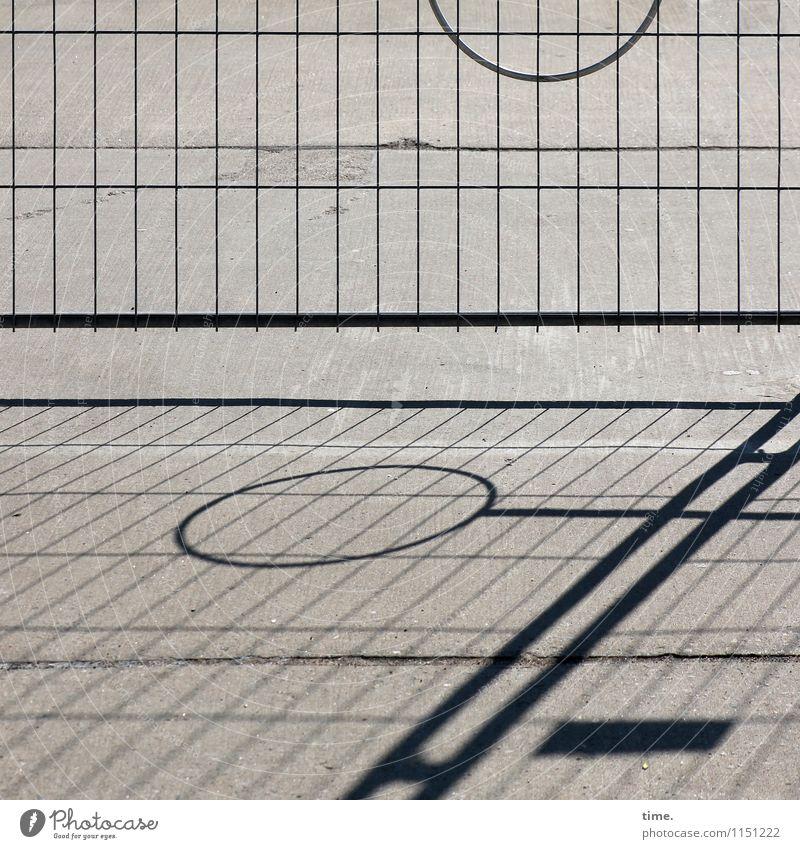 geometrisch | Länge mal Winkel durch Fläche Zaun Ponton Gitter Stein Beton Metall Linie kreisen Rechteck diagonal Stadt Design Problemlösung Ordnung Irritation