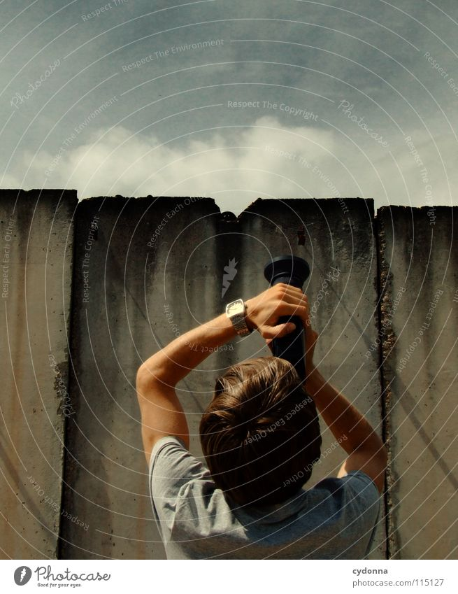 Guck mal, da! Mensch Himmel Mann schön Sommer Freude Einsamkeit Leben Wand Gefühle oben Freiheit Bewegung Stil Kunst Freizeit & Hobby