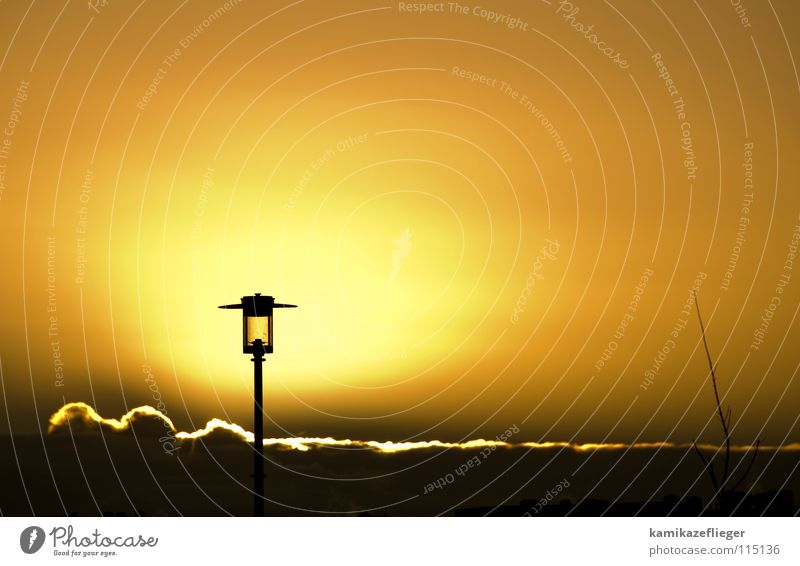 gutenmorgenlaterne Himmel Sonne Wolken gelb Lampe Beleuchtung orange Horizont Hoffnung Laterne Straßenbeleuchtung Himmelskörper & Weltall Wolkenband Silberstreif