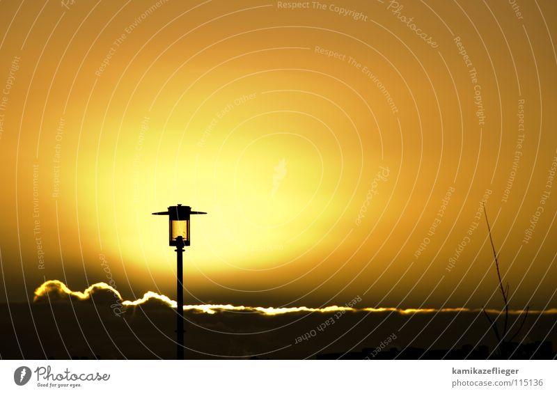 gutenmorgenlaterne Sonnenaufgang Silberstreif Horizont Laterne Hoffnung Straßenbeleuchtung Wolken Morgen Lampe Wolkenband gelb Himmelskörper & Weltall