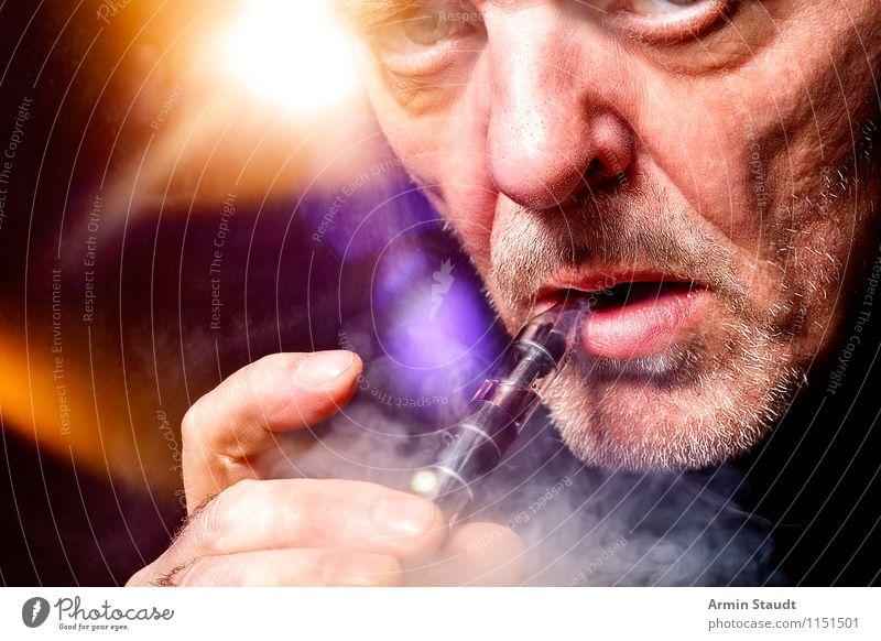 E-Zigarette Lifestyle Stil Rauchen Rauschmittel Wohlgefühl Zufriedenheit Erholung Duft Freizeit & Hobby Nachtleben Technik & Technologie Mensch maskulin Mann