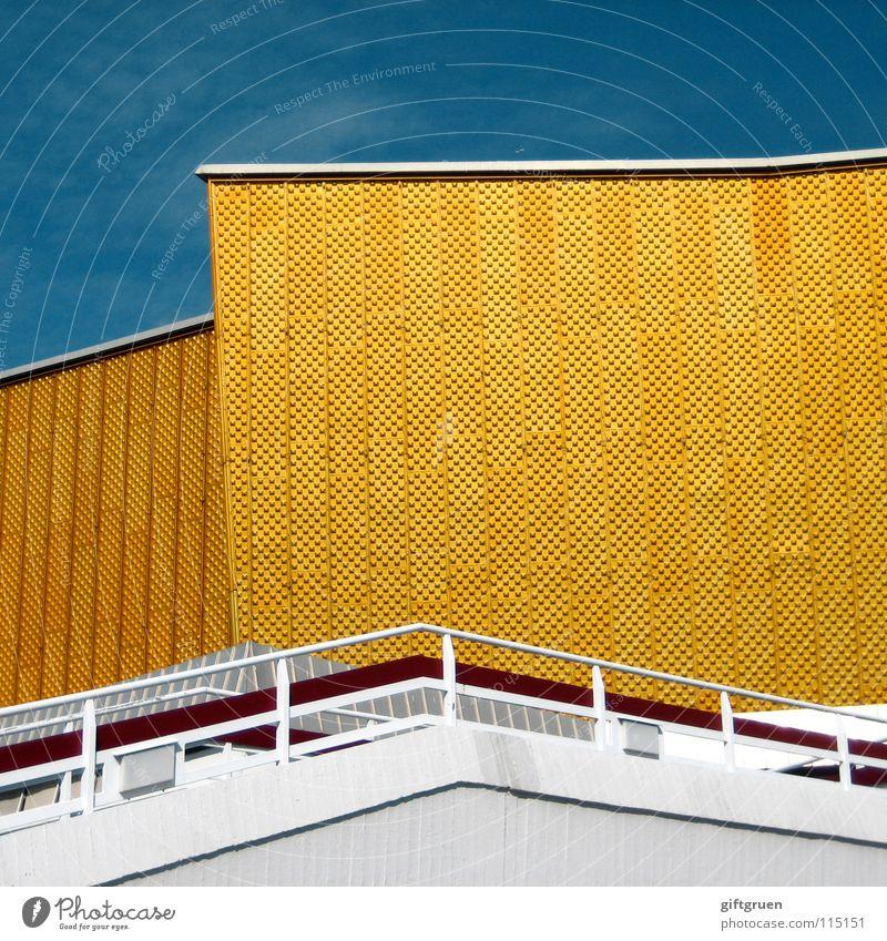 philharmonie III Himmel weiß blau gelb Berlin Gebäude gold Fassade Treppe modern Kultur Konzert Veranstaltung Geländer Berliner Philharmonie