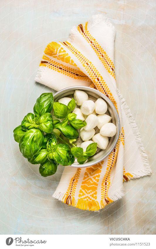 Mozzarella mit Basilikum und Küchentuch Lebensmittel Käse Milcherzeugnisse Kräuter & Gewürze Ernährung Mittagessen Büffet Brunch Bioprodukte