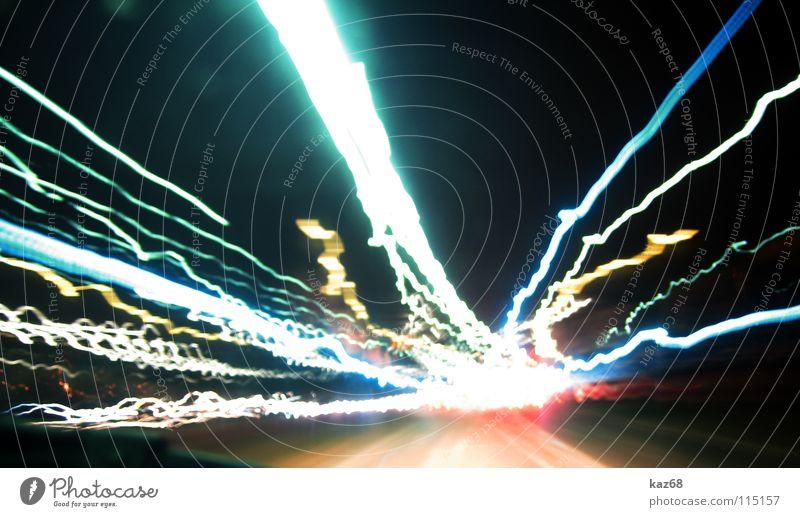 carwars rot gelb Licht Rücklicht Geschwindigkeit Verkehr weiß grau diffus dunkel Nacht abstrakt Bewegung Autobahn Laser Krieg Abend Laterne Treffer PKW