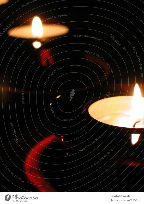 ZuEinemGlasWein Kerze Licht Romantik gemütlich 2 rot Häusliches Leben Lichterscheinung