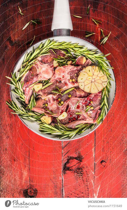 Lammkotelett in weißer Pfanne Lebensmittel Fleisch Kräuter & Gewürze Ernährung Mittagessen Abendessen Bioprodukte Stil Design Gesunde Ernährung Tisch