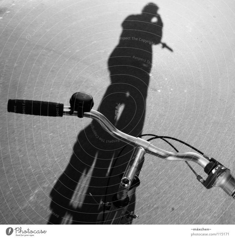way back home Fahrrad Lampe Bar Kopfsteinpflaster freihändig unterwegs Ferien & Urlaub & Reisen Beschleunigung gefährlich Radrennen Geschwindigkeit Damenfahrrad