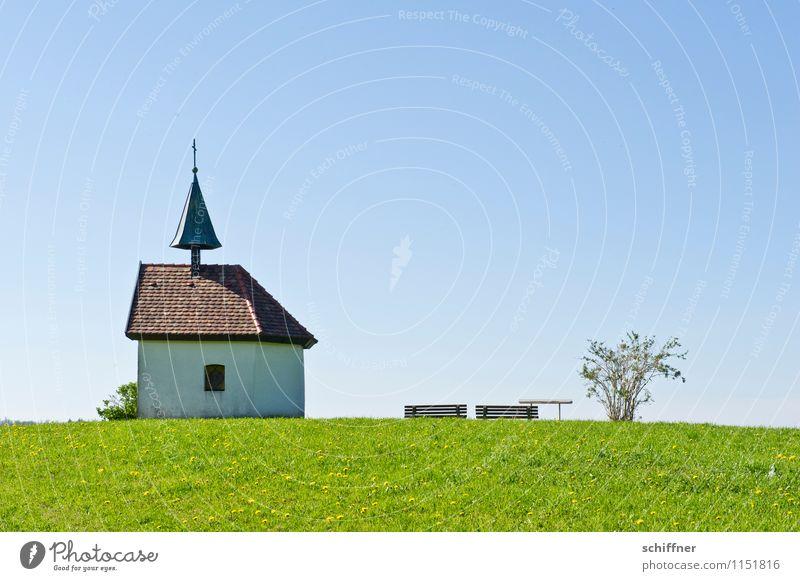 Kapellelele blau Pflanze Himmel (Jenseits) grün Landschaft Wiese Gras Religion & Glaube Sträucher Kirche Schönes Wetter Hügel Bauwerk Bank Glaube Wolkenloser Himmel