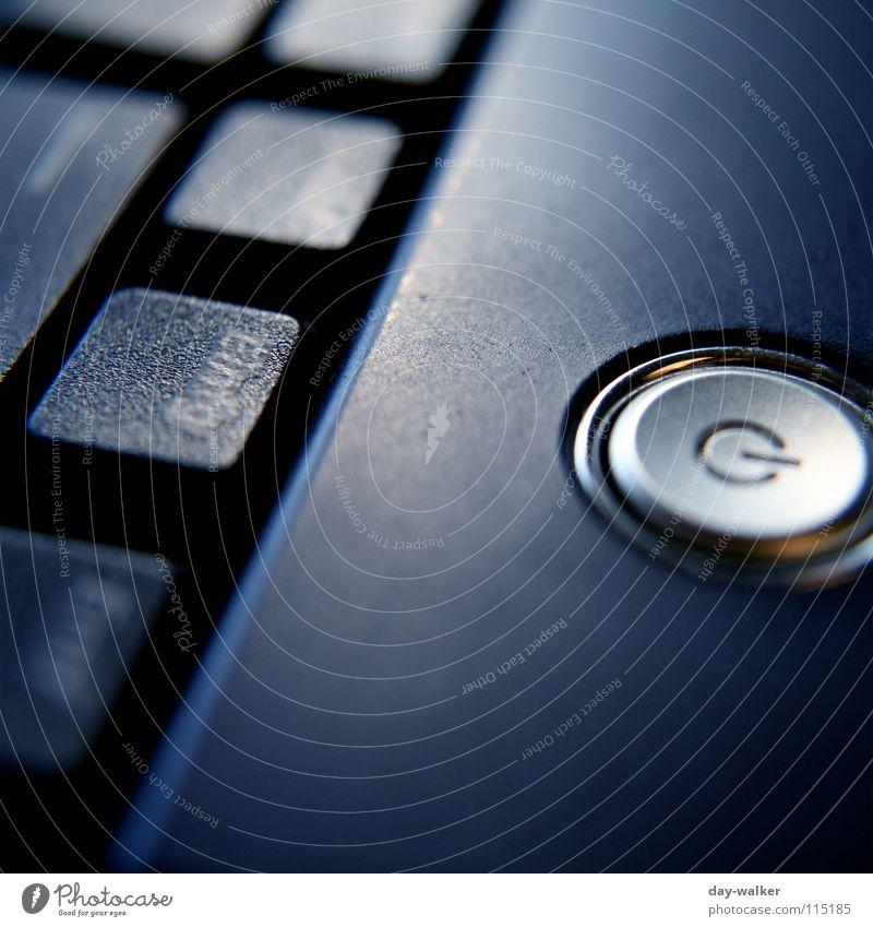 Notaus Notebook Kraft Schalter multimedial Licht dunkel Reflexion & Spiegelung Arbeit & Erwerbstätigkeit Tippen drücken E-Mail berühren Schatten schreiben