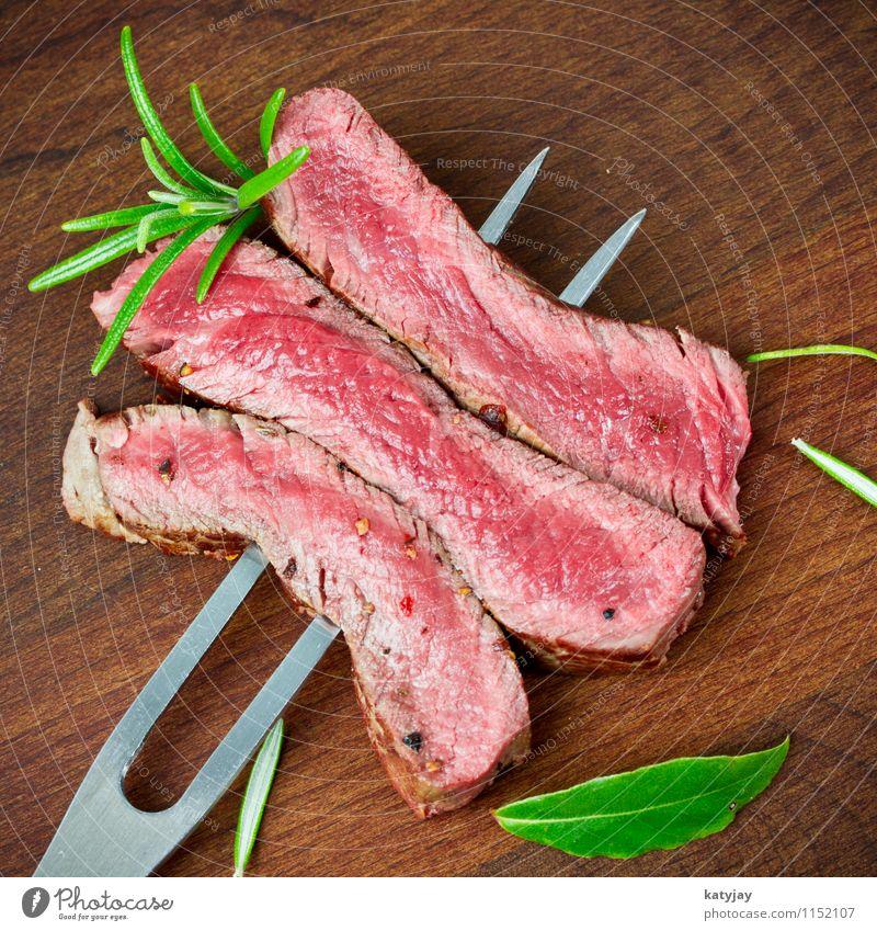 Steakstreifen medium Holz frisch Kochen & Garen & Backen Medien Holzbrett Grillen Fleisch Abendessen Fett Blut Pfeffer Rind Braten Kochsalz Rosmarin
