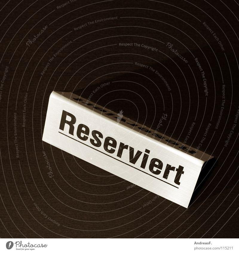 Reserviert. warten Schilder & Markierungen Tisch Sicherheit Platz Gastronomie Restaurant Veranstaltung Hinweisschild Geborgenheit Sitzgelegenheit Fahrkarte Buche Auftrag Lokal reserviert