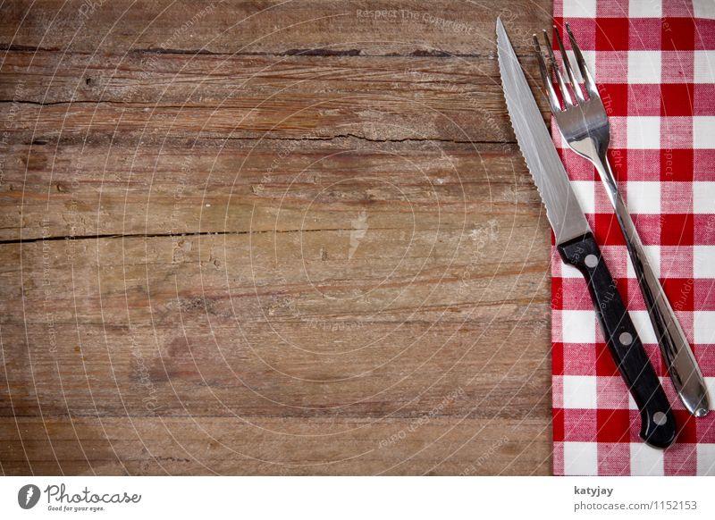 Besteck Gabel Messer Tafelmesser Tisch Gedeck Essen Foodfotografie Restaurant rot Decke Schwarzweißfoto Tischwäsche Holz Hintergrundbild Steak Küche Holztisch