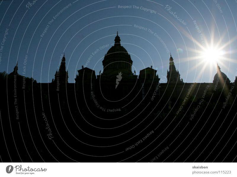 kunst schafft kontrast Himmel Sonne blau Kontrast schwarz gelb Gebäude Wärme Linie Kunst groß Tourismus Dach Kultur Physik