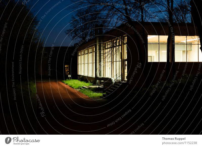Abends in der Kleinstadt Stadt Gebäude Sport Fassade Freizeit & Hobby Fitness Bauwerk Dorf Sport-Training Sporthalle Sportstätten