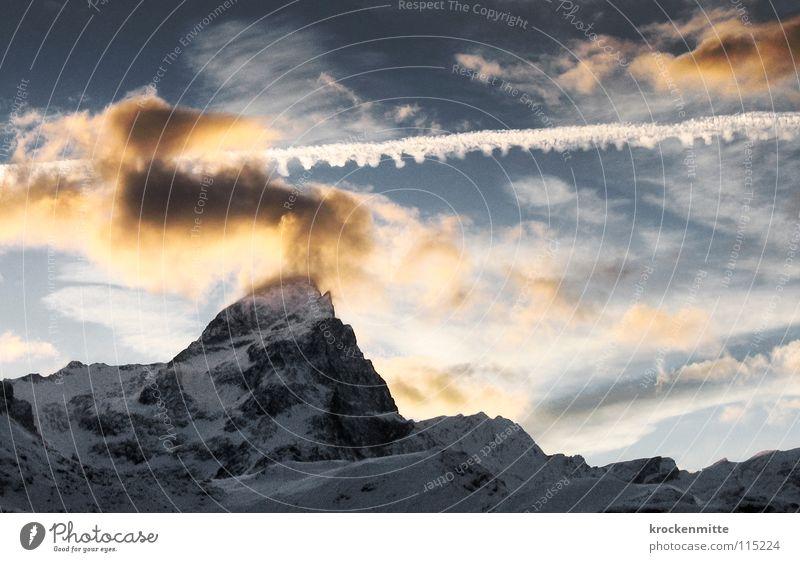 Wolkenkratzer Himmel Wolken Schnee Berge u. Gebirge Niveau Schweiz Spitze Bergkette alpin schlechtes Wetter Kamm Kondensstreifen Abendsonne Wolkenhimmel Schneedecke Kanton Graubünden
