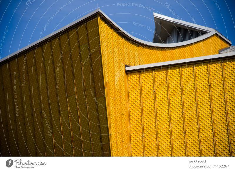 Die Goldene Farbe Architektur außergewöhnlich Fassade Design elegant Kraft gold modern authentisch groß Kreativität Spitze Idee einzigartig Wolkenloser Himmel