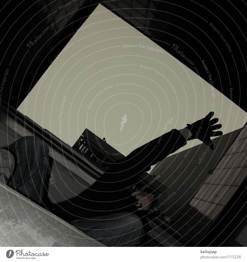spiderman Plattenbau Haus Mieter Selbstmörder springen Freestyle Aktion Himmel Limit Surfer Luft Klettern Fassade Freeclimber Hochhaus Hand Mann Mensch extrem