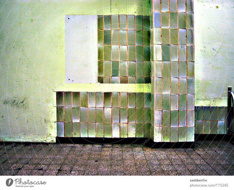 Fliesen grün Architektur Fliesen u. Kacheln verfallen Säule Renovieren Abflughalle verwohnt Sockel Grünstich Wartesaal