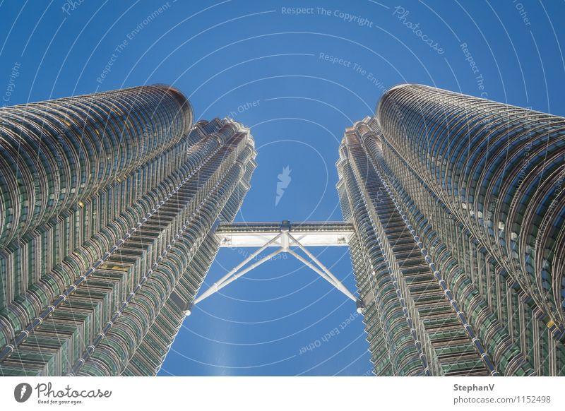 Petronas Towers Stadt Ferne Architektur Gebäude außergewöhnlich Arbeit & Erwerbstätigkeit Tourismus Büro Hochhaus Erfolg groß Macht Bauwerk Höhenangst Asien