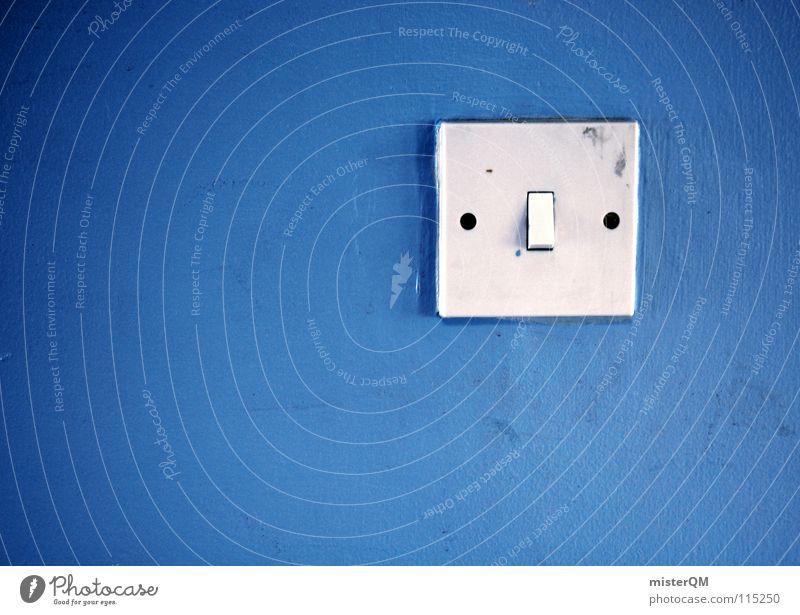 push the button. alt weiß blau schwarz Farbe dunkel kalt Wand Mauer dreckig Gold Beginn Finger Geschwindigkeit Energiewirtschaft Elektrizität