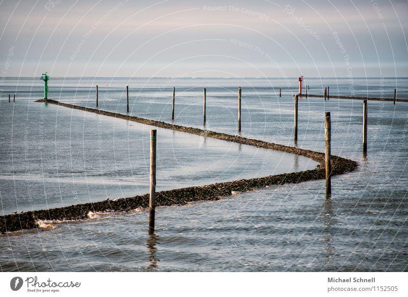 Schifffahrtsweg ander Nordsee Umwelt Natur Wasser Himmel Wellen Küste Meer Verkehr Verkehrswege Hafen maritim natürlich Ordnung ruhig Kurve Farbfoto