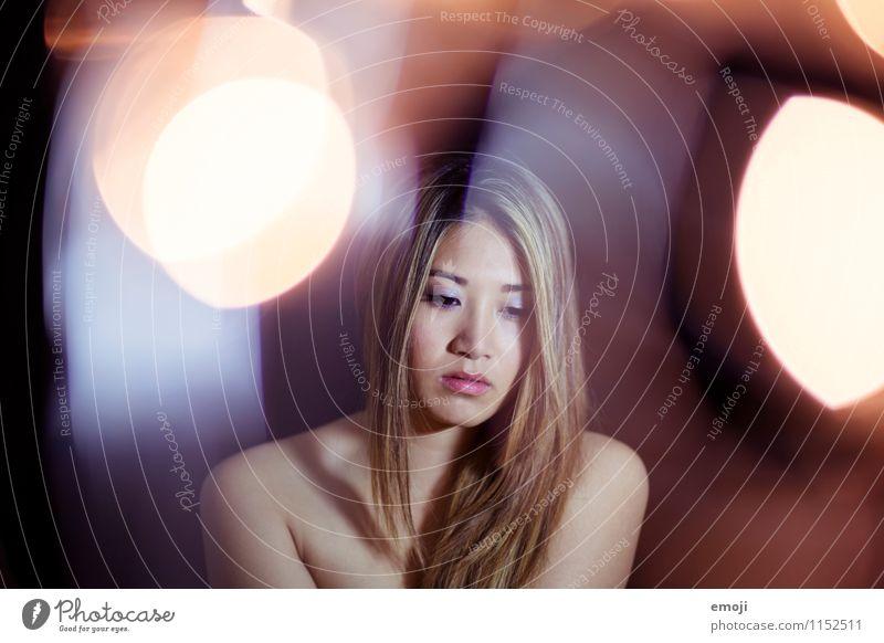 lights feminin Junge Frau Jugendliche Haut 1 Mensch 18-30 Jahre Erwachsene schön nackt Asiate Farbfoto Innenaufnahme Studioaufnahme Nacht Kunstlicht