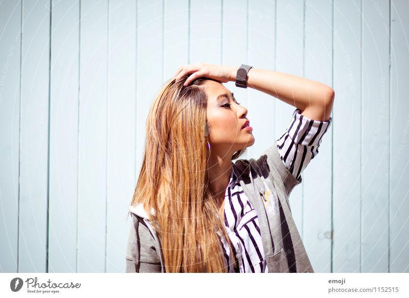summer feminin Junge Frau Jugendliche 1 Mensch 18-30 Jahre Erwachsene Sommer Mode heiß hell schön Asiate Farbfoto Außenaufnahme Tag Porträt Profil