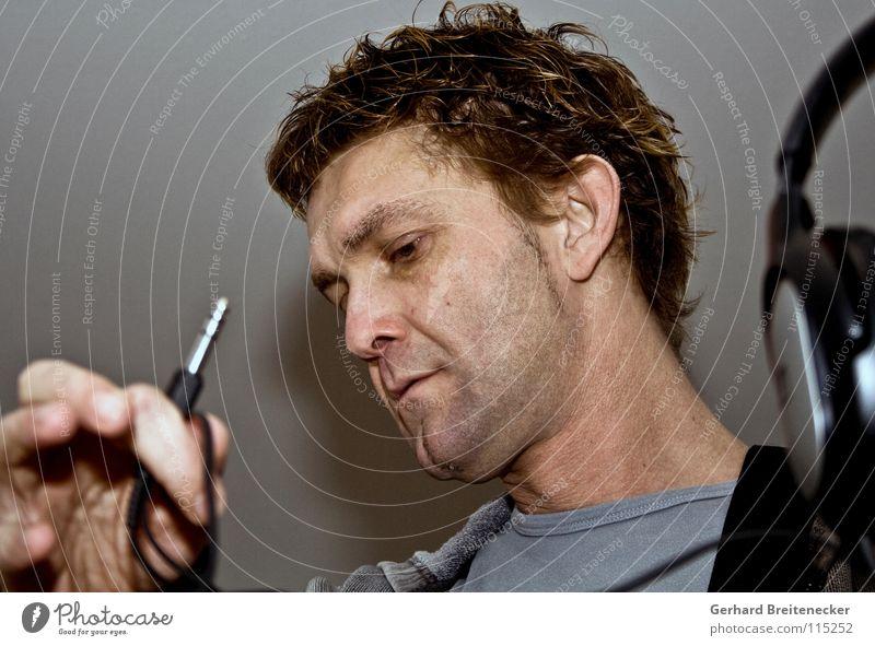 Headroom Mann Musik Suche Kabel Ohr Konzert Konzentration hören Kopfhörer verbinden Musiker Software Anschluss Stecker Gehörsinn Technik & Technologie