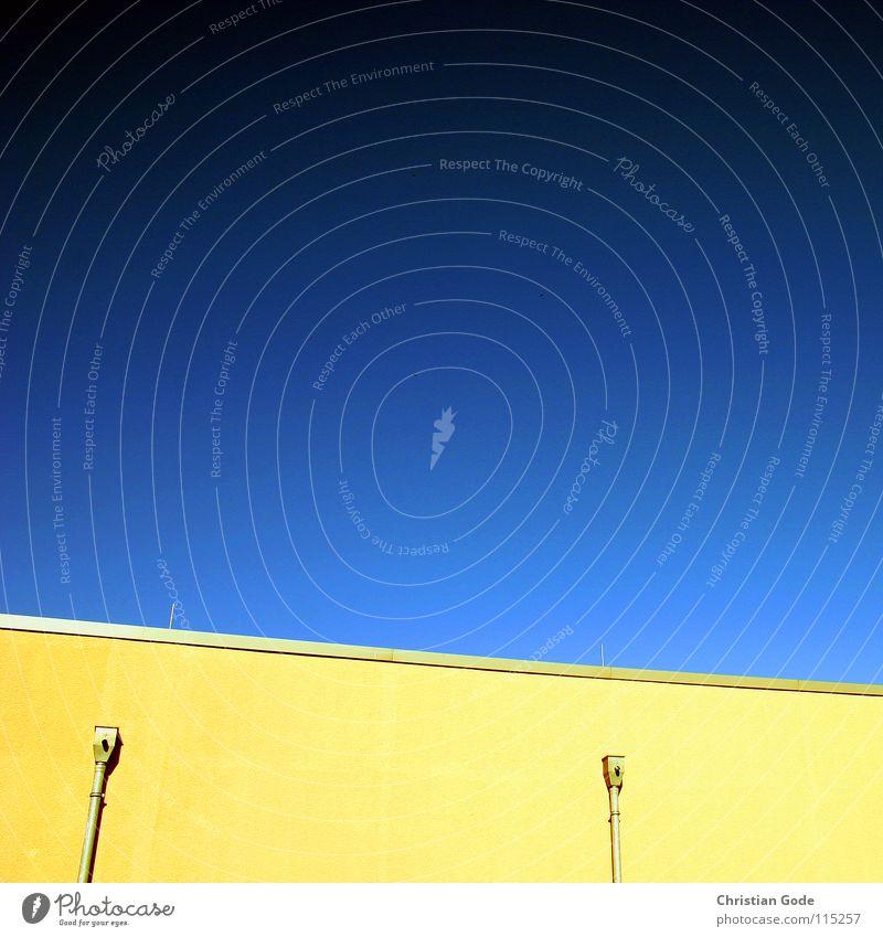 BLAU/GELB Parkplatz Supermarkt Wand gelb grün Lüftung 2 schwarz blau Sommer heiß Architektur Himmel Deutschland