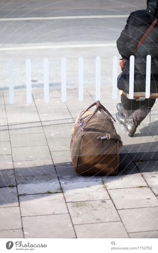 abschied Ferien & Urlaub & Reisen Mensch Erwachsene Leben 1 Verkehr Verkehrswege Straßenverkehr Busfahren Wege & Pfade Jacke Stiefel Bushaltestelle Tasche