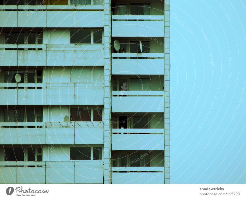 Plattenbau Wohnhochhaus Block Sozialgesetz Wohnung Lebensraum Etage weiß zyan Balkon Kalk Fenster Häusliches Leben Armut Himmel mehrsöckig Kalkweiss Tür